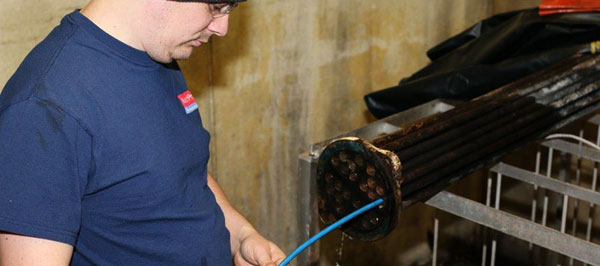 cleaning a tube bundle out of a tube and shell heat exchanger